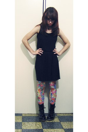 black patent boots - black cotton dress - bubble gum H&amp;M tights
