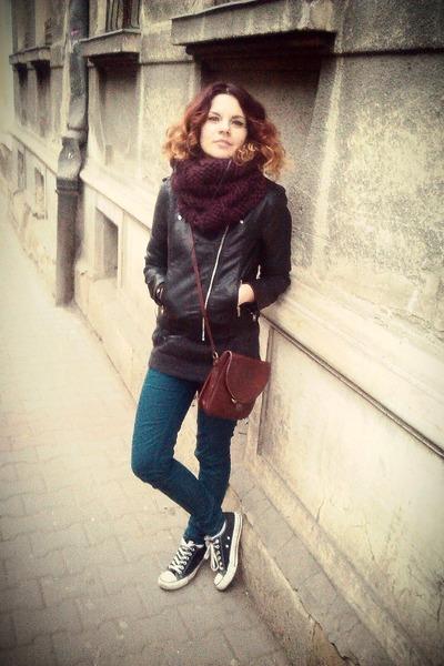 brown leather vintage bag - black faux leather H&M jacket
