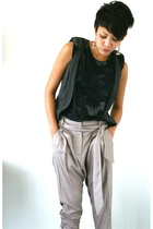 black top - gray vest - beige pants - black shoes