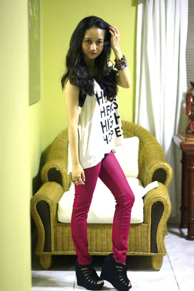 magenta leggings - off white H&amp;M top - black Payless wedges