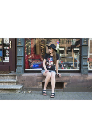 black Hard Rock Cafè shirt - navy Forever 21 shorts - black Birkenstock sandals