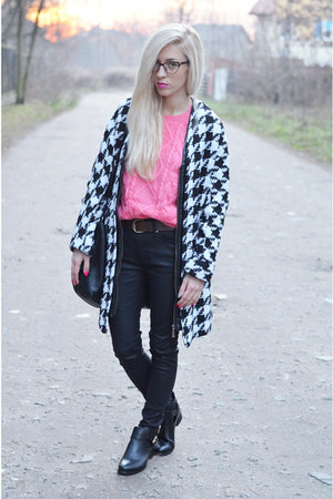 houndstooth coat - cut out boots boots - jeans - pink kable knit jumper