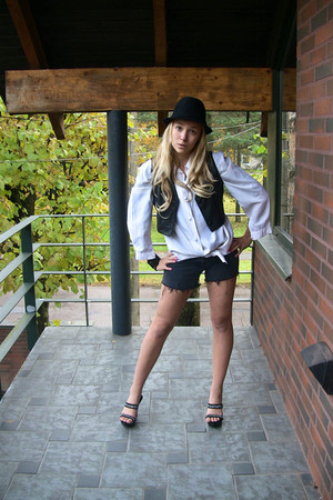 black vest - black pants - white shirt - black hat