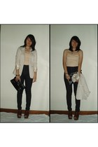 beige blazer - black highwaisted jeans - black purse - brown clogs