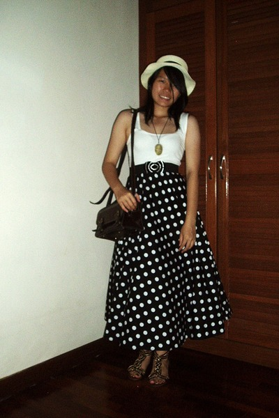 hat - vintage bag - tank cotton on top - polka dot maxi skirt - sandals