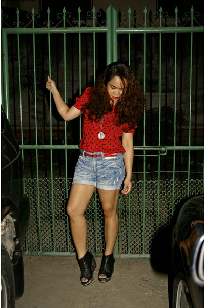 light blue denim cut-off shopyapicom shorts - crimson studded Bangkok find belt
