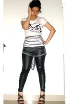 t-shirt - pants - shoes - scarf