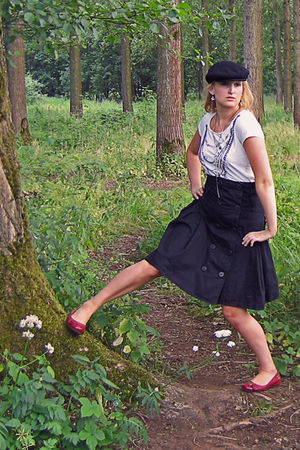 black Het Amerikaans Stockhuis hat - white JBC t-shirt - black Vero Moda skirt -