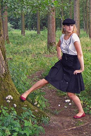 black Het Amerikaans Stockhuis hat - white JBC t-shirt - black Vero Moda skirt -