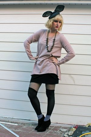 pink oversized H&M sweater - black new look shoes - gray Hema tights