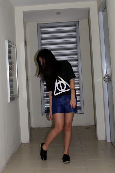 DIY shirt - leather shorts Forever 21 shorts - SO Fab sneakers