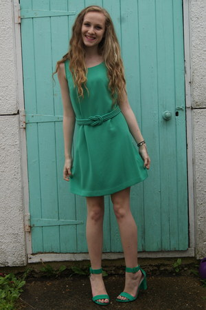 green everyday Oasis dress - green strappy Zara heels