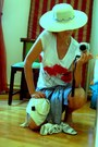 White-applied-poppies-viola-t-shirt-cream-straw-hat-ivory-bag