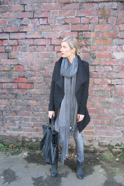 grey pull&amp;bear pants - black River Island boots - black H&amp;M coat
