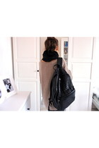 black quilted allegro bag - tan wool allegro sweater