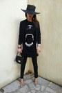 Black-hat-attack-hat-black-naf-naf-leggings-black-marc-jacobs-bag