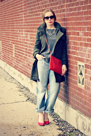 olive green coat - boyfriend jeans - sweatshirt