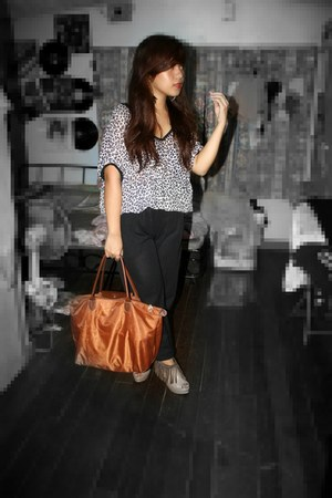 aim blouse - brown longchamp bag - black Borrowed from sissy pants