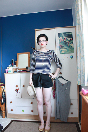 H&amp;M shirt - H&amp;M shorts - Miss Selfridge shoes - Billito hat