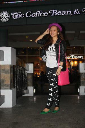black printed Love Lila leggings - hot pink body sling Michael Kors bag