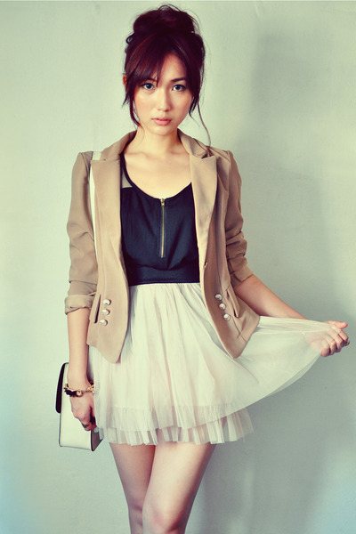 beige skirt - light brown blazer - black shirt - off white bag
