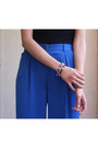 Carrot-orange-lily-laura-bracelet-black-bcbg-t-shirt-blue-silk-bcbg-pants