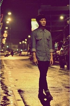 blue arya jeans shirt - dark gray boots - blue Levis jeans