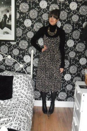 Topshop boots - Topshop dress - Primark jumper