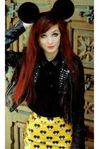 yellow Lovelysally skirt - black rock Motel Rocks shirt