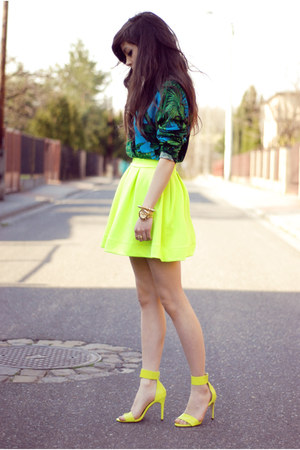 yellow neon H&M sandals - green tropical versace jumper