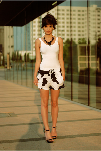 white cowboy Sheinside shorts - black retro Zara sandals
