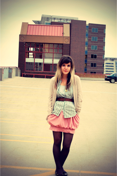 green silence and noise at uo shirt - gray Baci shoes - pink Forever 21 skirt