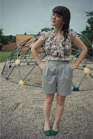 gray thrifted shorts - green Steve Madden shoes
