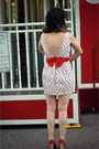 White-modcloth-dress-red-moda-via-dsw-shoes-red-empress-jade-vintage-accesso