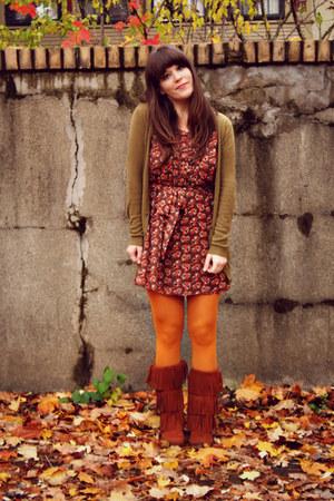 burnt orange modcloth dress - brown Minnetonka Moccasins boots