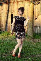 black vintage top - black Forever 21 skirt - tawny Jessica Simpson heels