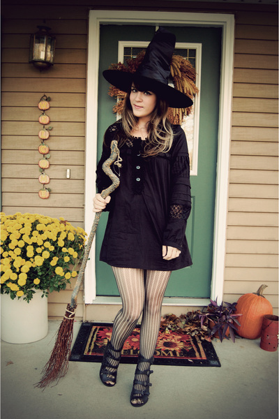 black swap with bonjour bbydoll dress - black modcloth tights - black Forever 21