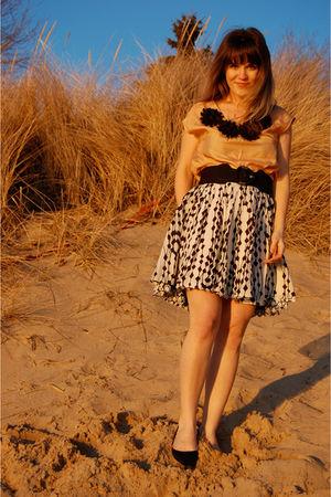 pink bb dakota via shop ruche top - black Forever 21 skirt - black Sam and Libby