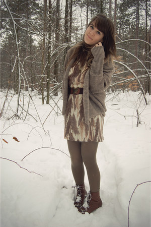 eggshell vintage dress - dark brown Vintage crown boots