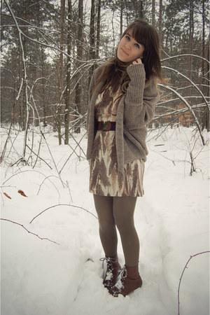 eggshell vintage dress - dark brown Vintage crown boots