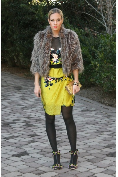 faux fur Karen Kane jacket - print ABS dress - aviator Ray Ban sunglasses