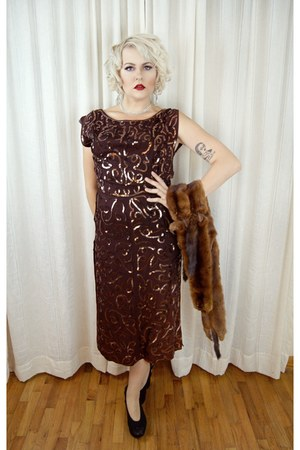 dark brown vintage 1940s dress - black Buffalo Exchange heels