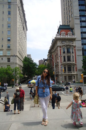 white Zara jeans - aviator Ray Ban sunglasses - nude Zara sandals - denim Zara b