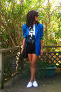 White-keds-shoes-black-shorts-white-t-shirt-blue-vintage-blazer
