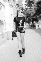Choies shorts - Ray Ban sunglasses - romwe t-shirt
