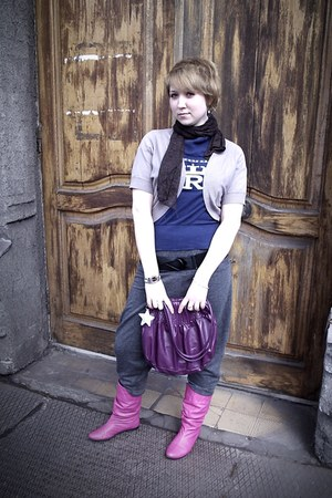 hot pink boots - dark brown scarf - beige top - charcoal gray pants - navy t-shi