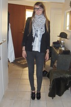 pieces scarf - H&M blazer - Vero Moda shirt - pieces jeans - H&M shoes - carlott