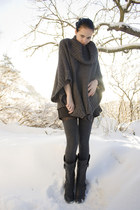 black via Nellycom boots - black high-waisted GINA TRICOT shorts - dark gray thi