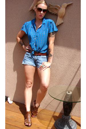 blue goodwill score vintage top - light blue boyfriend style Levis shorts