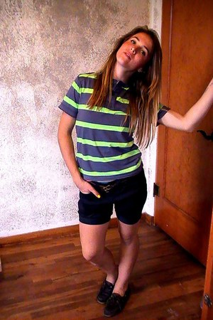 black high-waisted shorts - dark brown original Sperry Top-Sider shoes